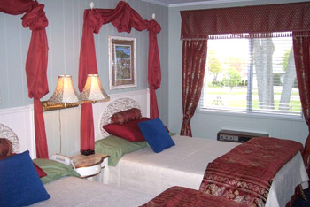 Mackinaw City American Boutique Inn Secret Garden themed room