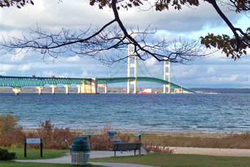 Mackinaw City American Boutique Inn Mackinac Bridge view