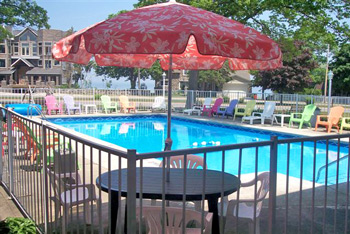 Mackinaw City American Boutique Inn Heated outdoor pool