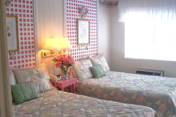 Mackinaw City American Boutique Inn Sweet Dreams themed room